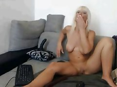 Amateur Blonde MILF Webcam